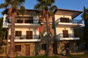 居外网在售希腊8卧7卫曾经整修过的房产总占地10000平方米EUR 4,995,000