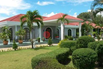 居外网在售泰国11卧7卫特别设计建筑的房产总占地6000平方米THB 19,500,000