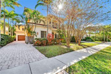居外网在售美国劳德代尔堡4卧4卫的房产总占地394平方米USD 1,995,000
